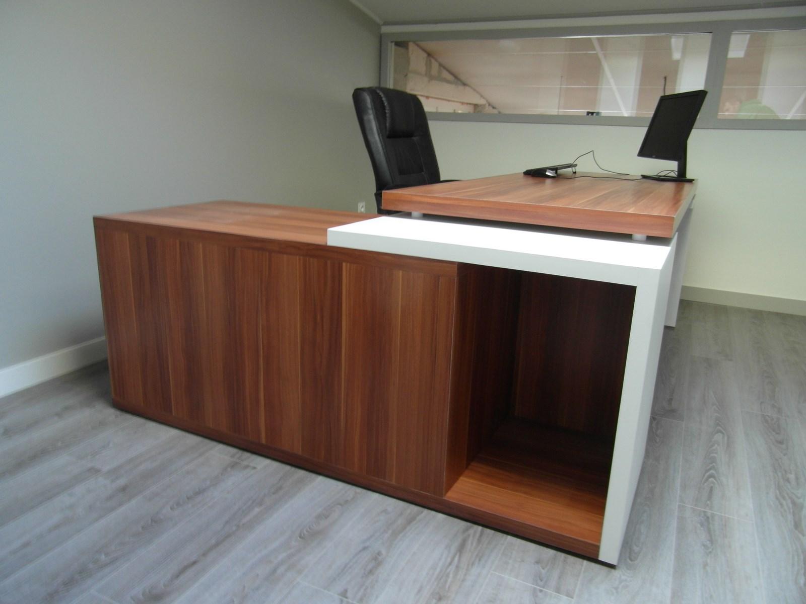 mon bureau sur mesure adapt mon petit espace. Black Bedroom Furniture Sets. Home Design Ideas