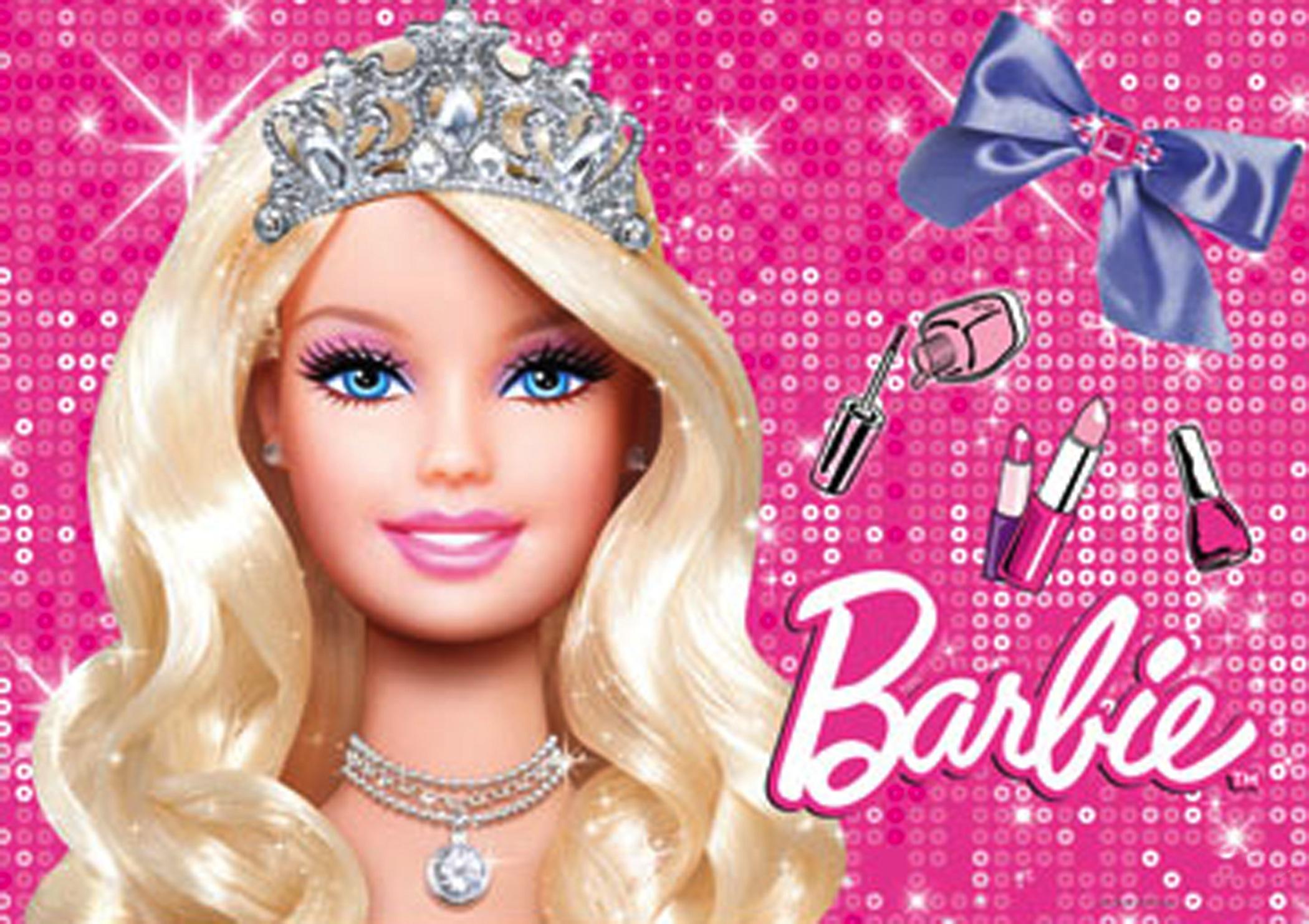 Barbie quand la poupée commence vraiment à ressembler